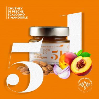 Peaches, Shalottes and Almond Chutney di Alessio Brusadin